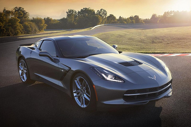 First Chevrolet Corvette Stingray sold at Barrett-Jackson for 1.1M USD [video]