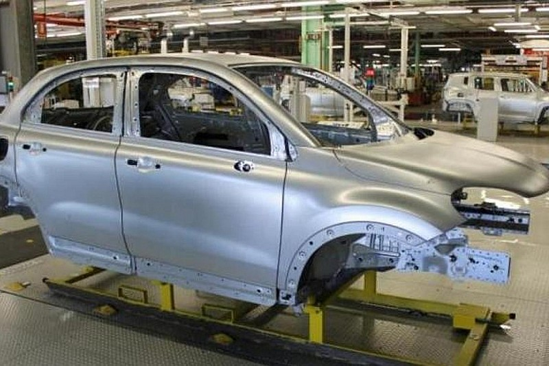 Fiat shows 500X production body, announces July 4 reveal