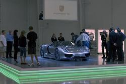 Porsche 918 Spyder Concept is shown to an invitation only audience at Pebble Beach, 568, 12.08.2010