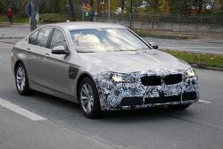 2014 BMW 5-Series facelift spy photo 07.11.2012